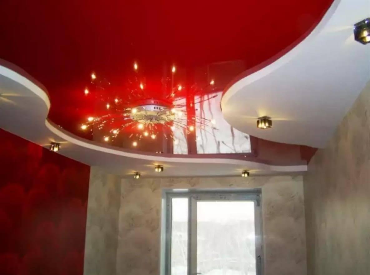 Двухуровневый натяжной потолок глянцевый