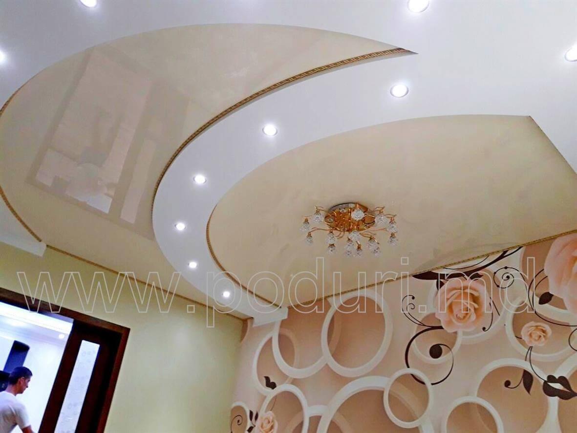 Многоуровневый потолок со встроенными спотами