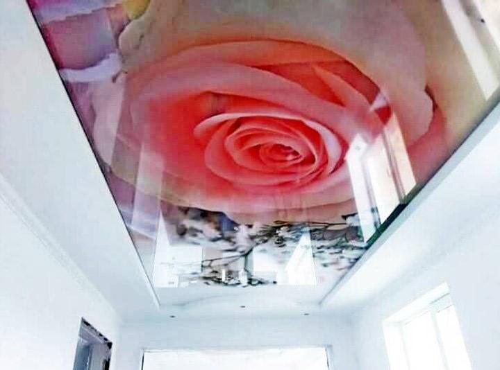 Потолок с фотопечать 3Д розы