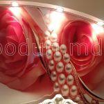 Натяжная стена с фотопечатью розы с жемчугом